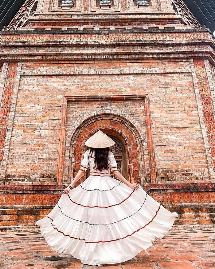 đi du lịch Ninh Bình nên mặc gì - nón lá