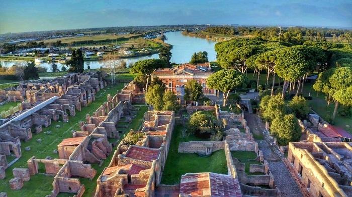 Toàn cảnh khu Ostia Antica nhìn từ trên cao - địa điểm du lịch ít người biết ở Rome
