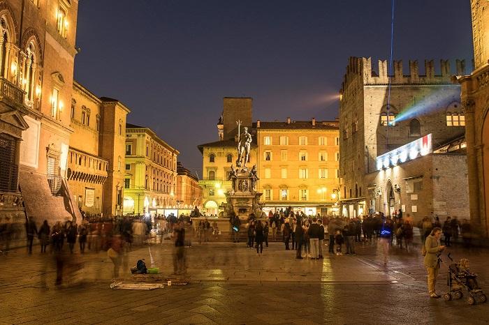 Cuộc sống về đêm ở Bologna - Du lịch Bologna