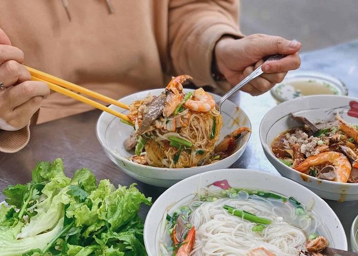 quán ăn sáng ngon ở Sài Gòn - quán hủ tiếu Thanh Xuân