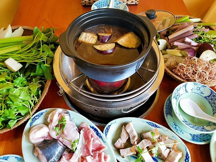 quán ăn trưa ở Sài Gòn - lẩu mắm bà Dú