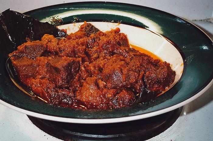 Món thịt Rendang - ăn gì ở Bandung