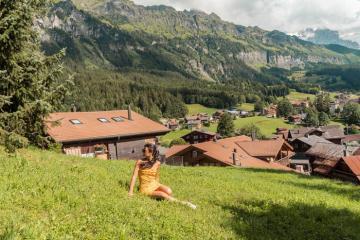 Đến làng Wengen Thụy Sĩ ngắm hoàng hôn màu hồng cam rực rỡ