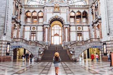 Choáng ngợp trước sự tráng lệ của những nhà ga đẹp trên thế giới