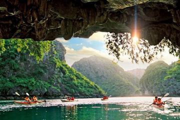 Du lịch hang Sáng Tối Hạ Long chiêm ngưỡng cảnh đẹp và thỏa thích trải nghiệm