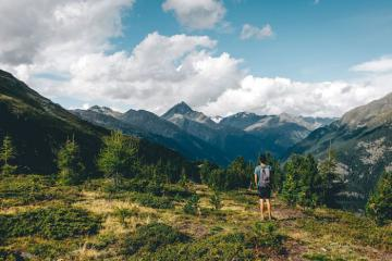 Có gì ở vườn quốc gia Thụy Sĩ đẹp như tranh trên dãy núi Alps?