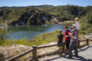 Cuộc phiêu lưu đến thung lũng địa nhiệt trẻ nhất thế giới