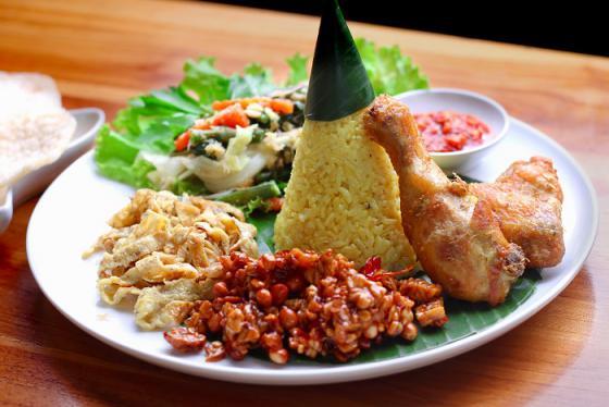 Ăn gì, ăn ở đâu khi đi du lịch đến thành phố Bandung Indonesia?