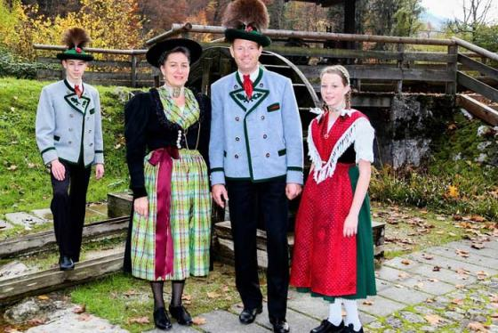 Khám phá nét đẹp văn hóa qua trang phục truyền thống ở Đức