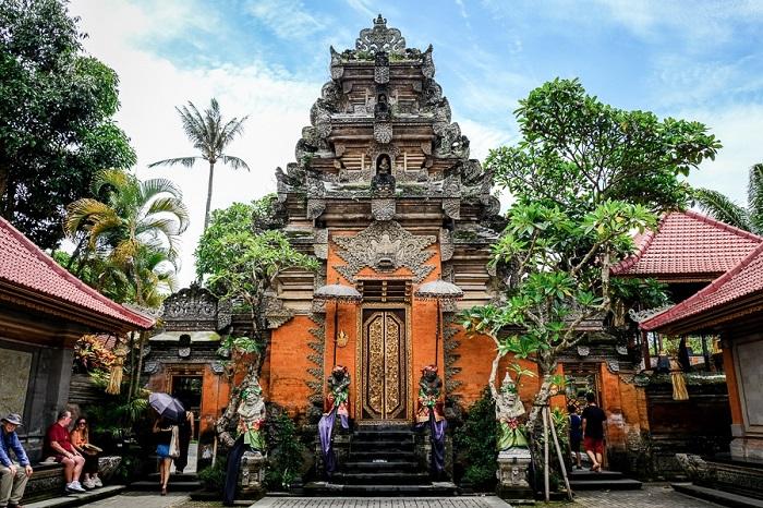 Mặt trước cung điện Ubud