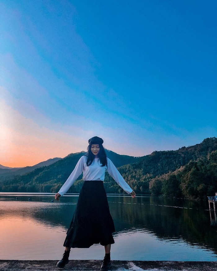 dawn - beautiful space at My Binh lake