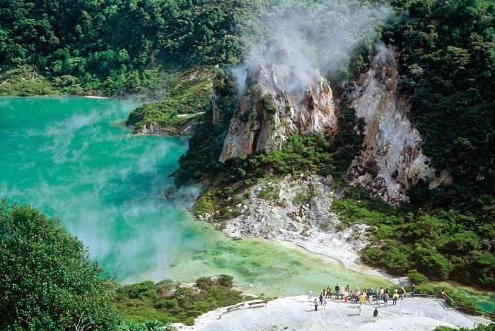 Suối nước nóng Hot Spring - Thung lũng núi lửa Waimangu