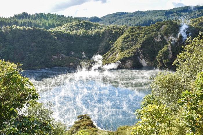 Nước đang sôi và bốc hơi mà bạn có thể nhìn thấy - Thung lũng núi lửa Waimangu