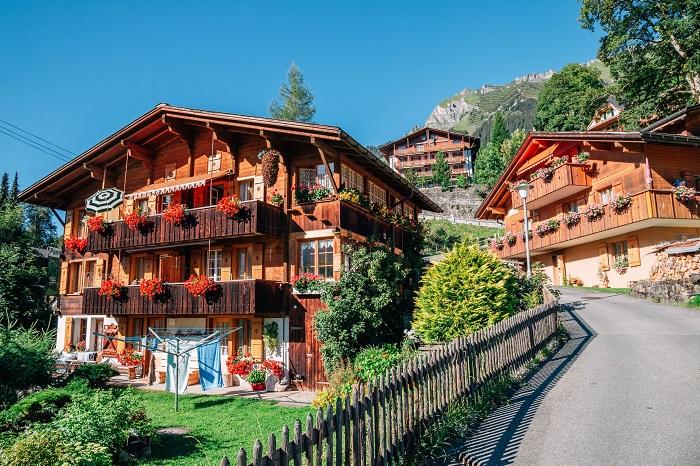 Cuộc sống của ngôi làng Wengen đầy nắng