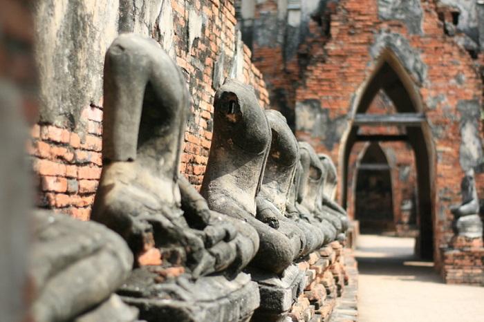 Tượng Phật không đầu