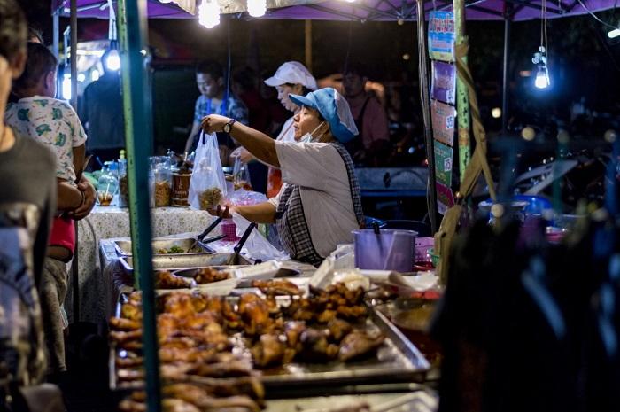 Bạn có thể tìm thấy nhiều món ăn đường phố giá rẻ