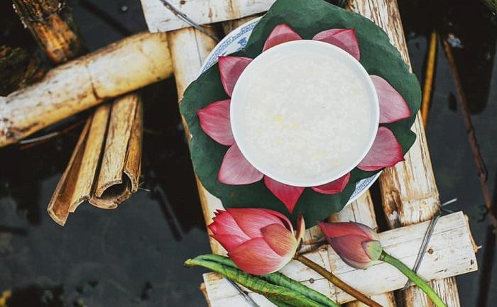 Ninh Binh lotus season