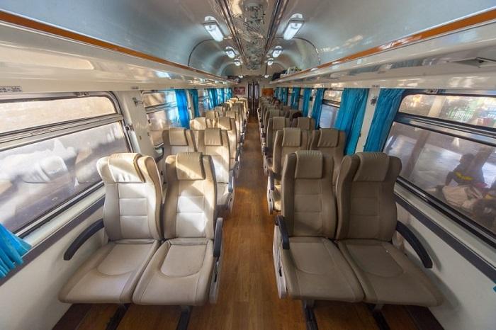 Tàu hỏa là phương tiện thuận lợi đến Ayutthaya