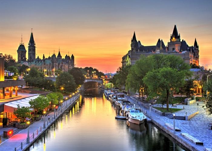 Kênh đào Rideau ở Ottawa - thủ đô Canada