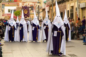 8 Lễ phục sinh truyền thống kì lạ nhất thế giới
