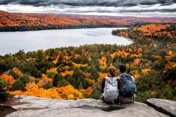 Những điểm đến để chiêm ngưỡng rừng phong tuyệt đẹp ở Canada