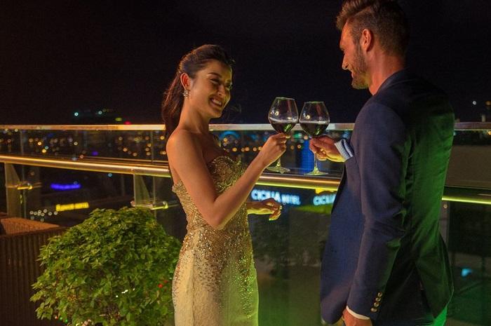 Đến với TMS, bạn sẽ được tận hưởng những ly cocktail thời thượng tại Magic Lougne. Hoặc nếu yêu thích sự yên tĩnh, hãy nhâm nhi trà chiều tại Sweet Lougne lãng mạn