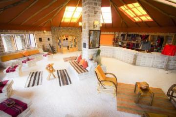 Nghỉ dưỡng trong một khách sạn muối ở Bolivia sẽ như thế nào?