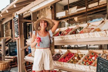 Ngoài những bãi biển xanh biếc, vùng Provence còn có những khu chợ truyền thống đầy thú vị!