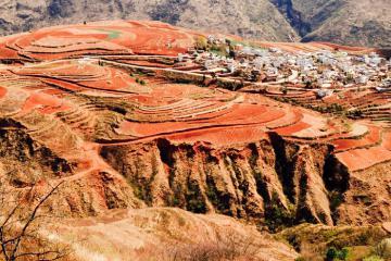 Tận mắt chứng kiến cánh đồng màu đỏ au ở Đông Xuyên Trung Quốc
