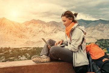 Vừa đi du lịch vừa kiếm tiền không khó nếu bạn đọc hết bài viết này!