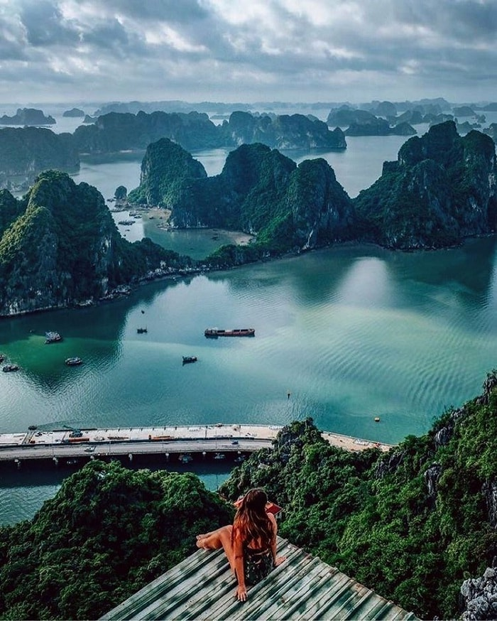 Ha Long Bay is on the list of tourist destinations that cannot be missed in life