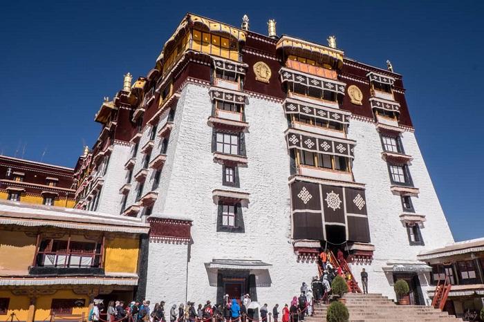 Cầu nguyện ở cung điện Potala - Hướng dẫn du lịch Lhasa
