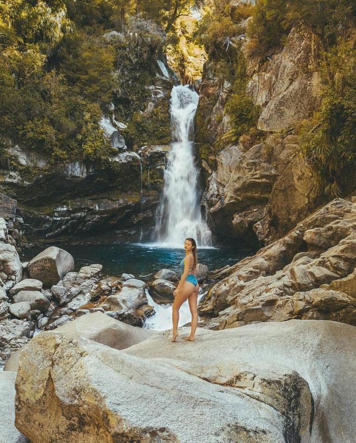 Tắm ở thác Wainui - Công viên Quốc gia Abel Tasman
