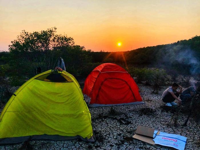 cắm trại - hoạt động thú vị tại Bàu Cá Cái Quảng Ngãi