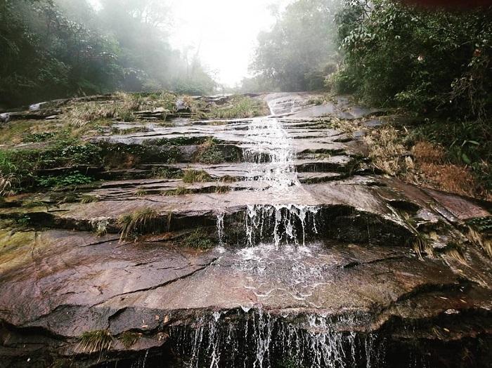 Và bạn sẽ phải băng qua những tảng đá như thế này - Chinh phục Nam Kang Ho Tao