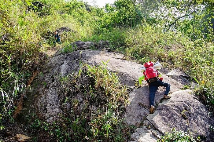 Bạn phải chuẩn bị tinh thần để leo qua những tảng đá dốc và lớn - Chinh phục Nam Kang Ho Tao