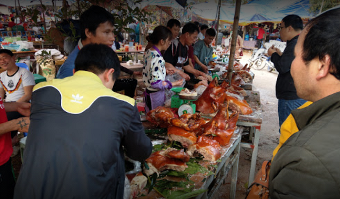 Bac Nga Lang Son Pagoda - the scene of buying and selling at the festival