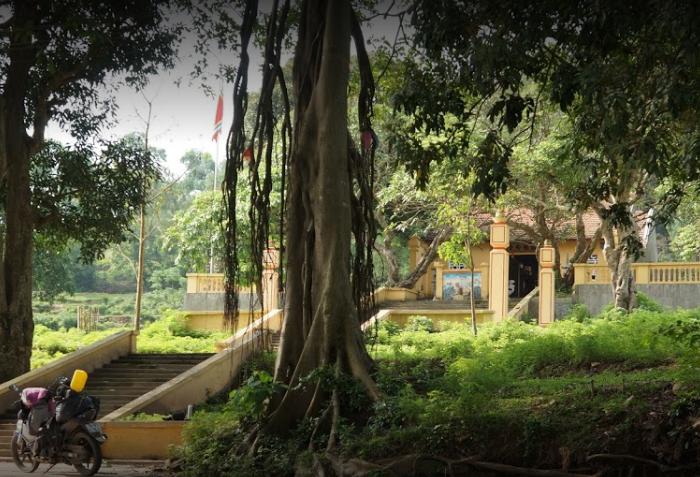 Bac Nga Lang Son pagoda - pagoda scene