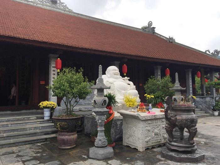 chùa Tân Thanh Lạng Sơn- chiêm ngưỡng các bức tượng