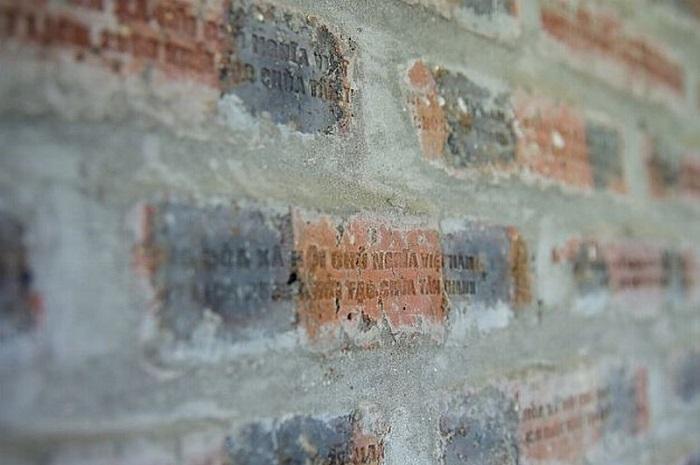 chùa Tân Thanh Lạng Sơn- các viên gạch được chạm khắc