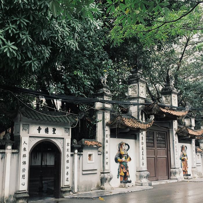 Những ngôi chùa cầu duyên ở Hà Nội - Cổng vào chùa Hà