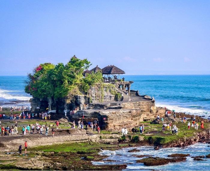 Đây là địa điểm rất đông khách du lịch Đền Tanah Lot