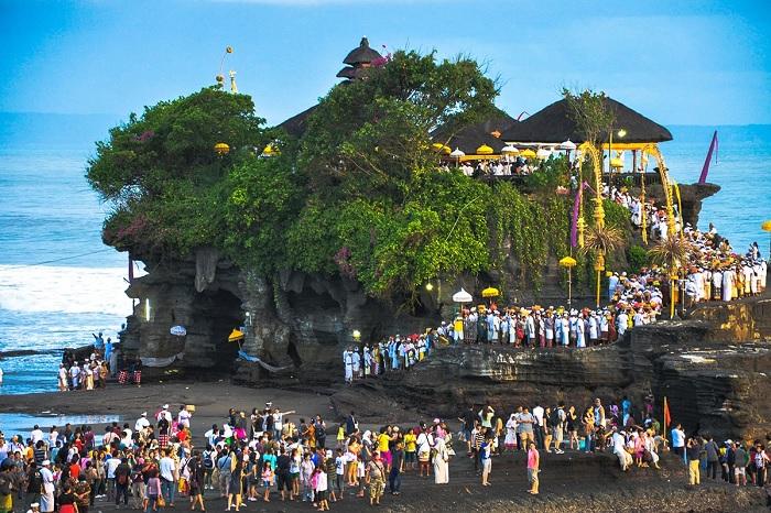 Đền Tanah Lot thờ vị thần của biển cả