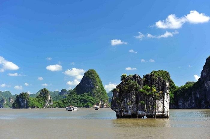 đỉnh Lư Hương Hạ Long- chiêm ngưỡng vẻ đẹp