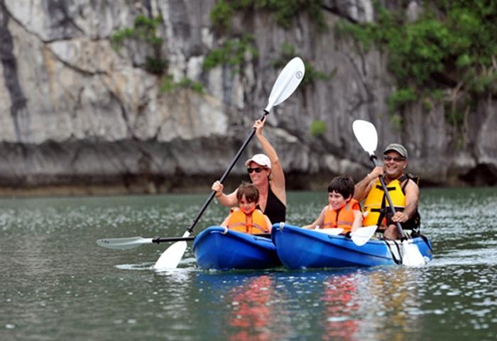 đỉnh Lư Hương Hạ Long- chèo thuyền kayak khám phá
