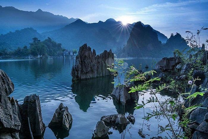 About Na Hang Lake