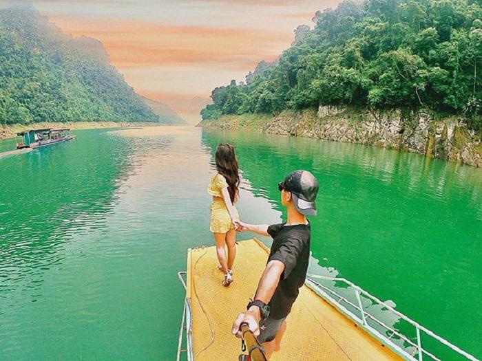 Traveling to Na Hang Lake