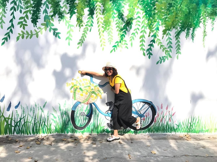 Check in at Vung Tau mural alley