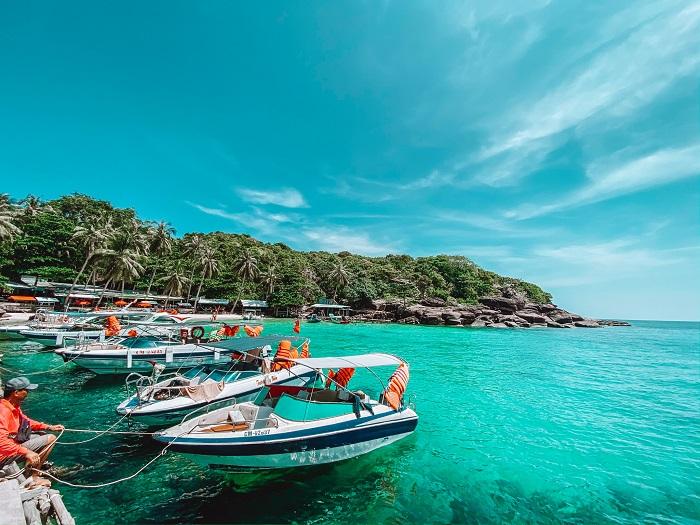 Phu Quoc Coconut Island - canoeing