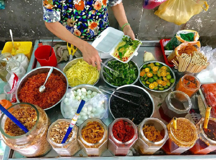 khu ẩm thực ở Sài Gòn - hẻm 200 Xóm Chiếu